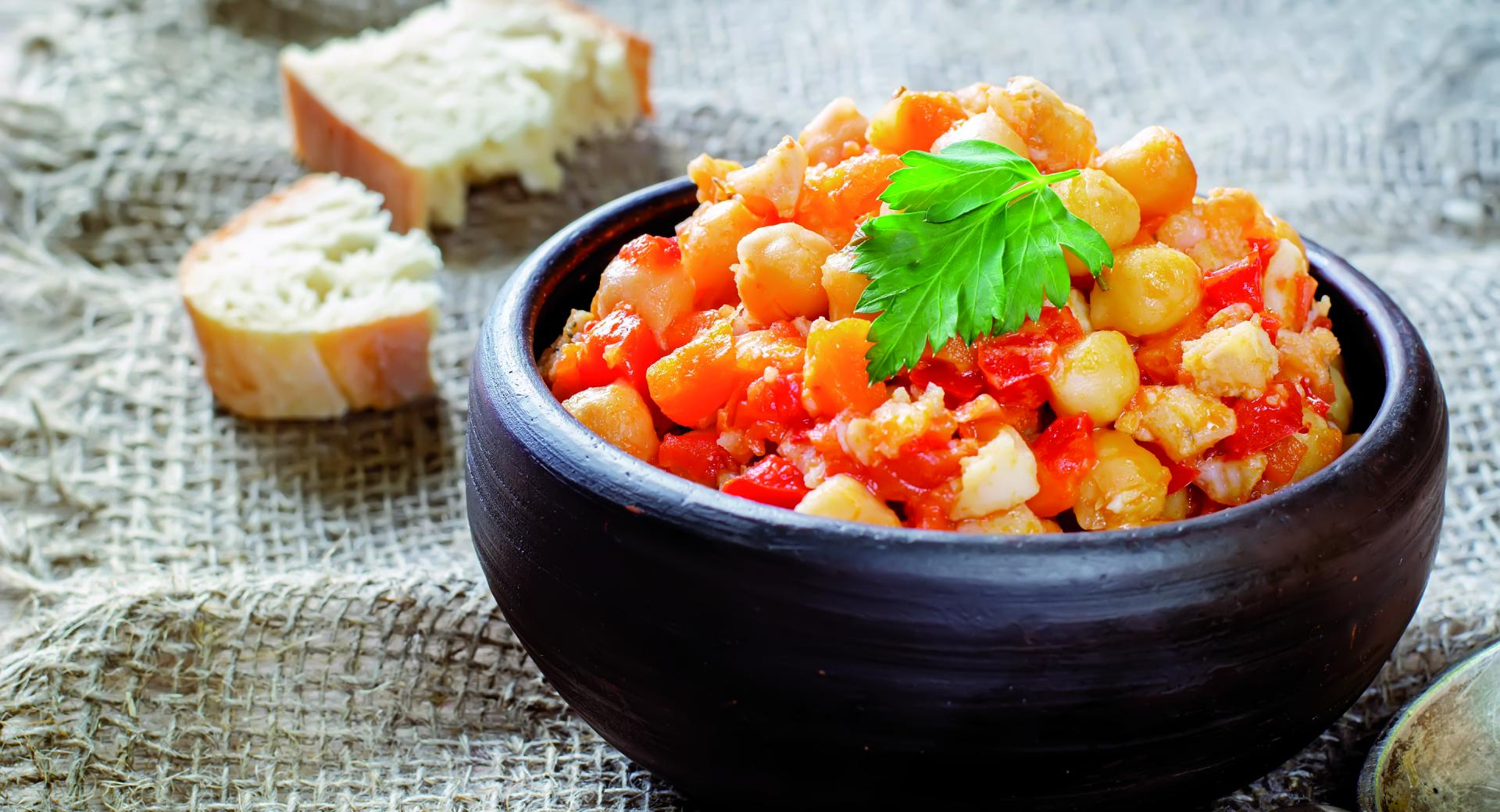 Garbanzos con salsa de tomate