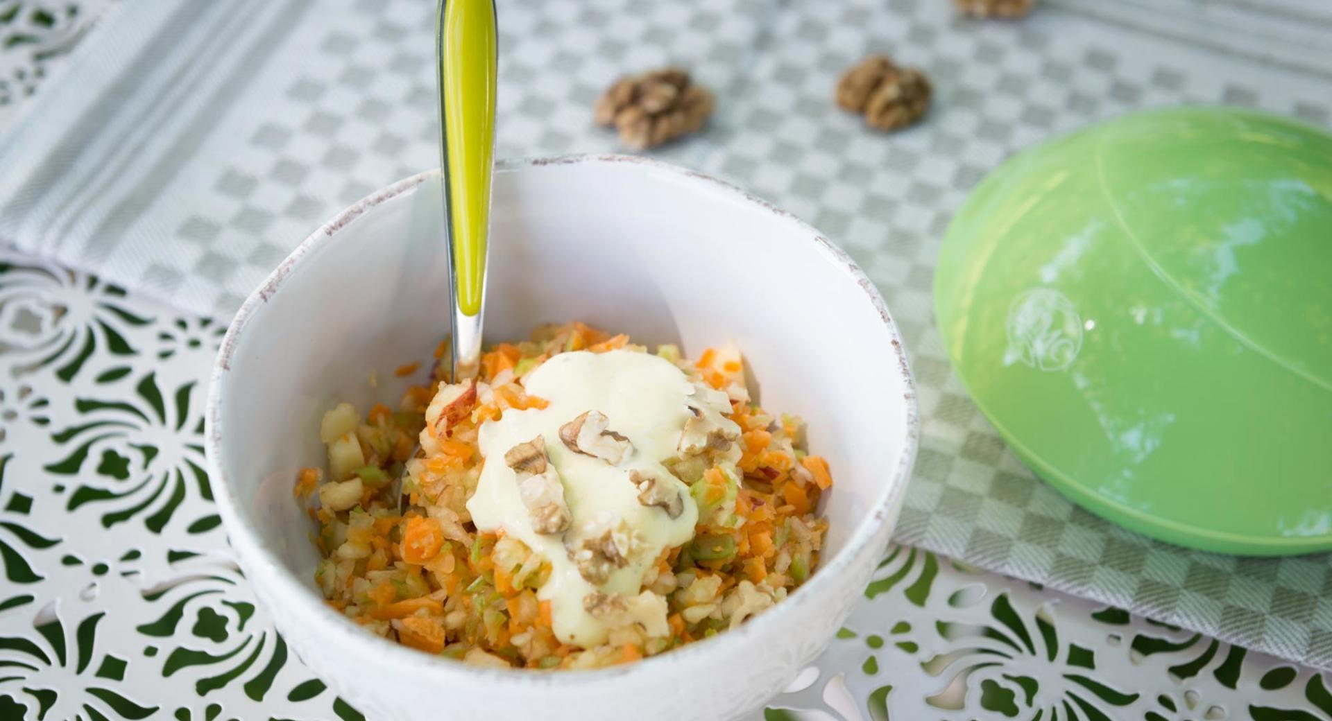Ensalada de manzana y zanahoria con nueces