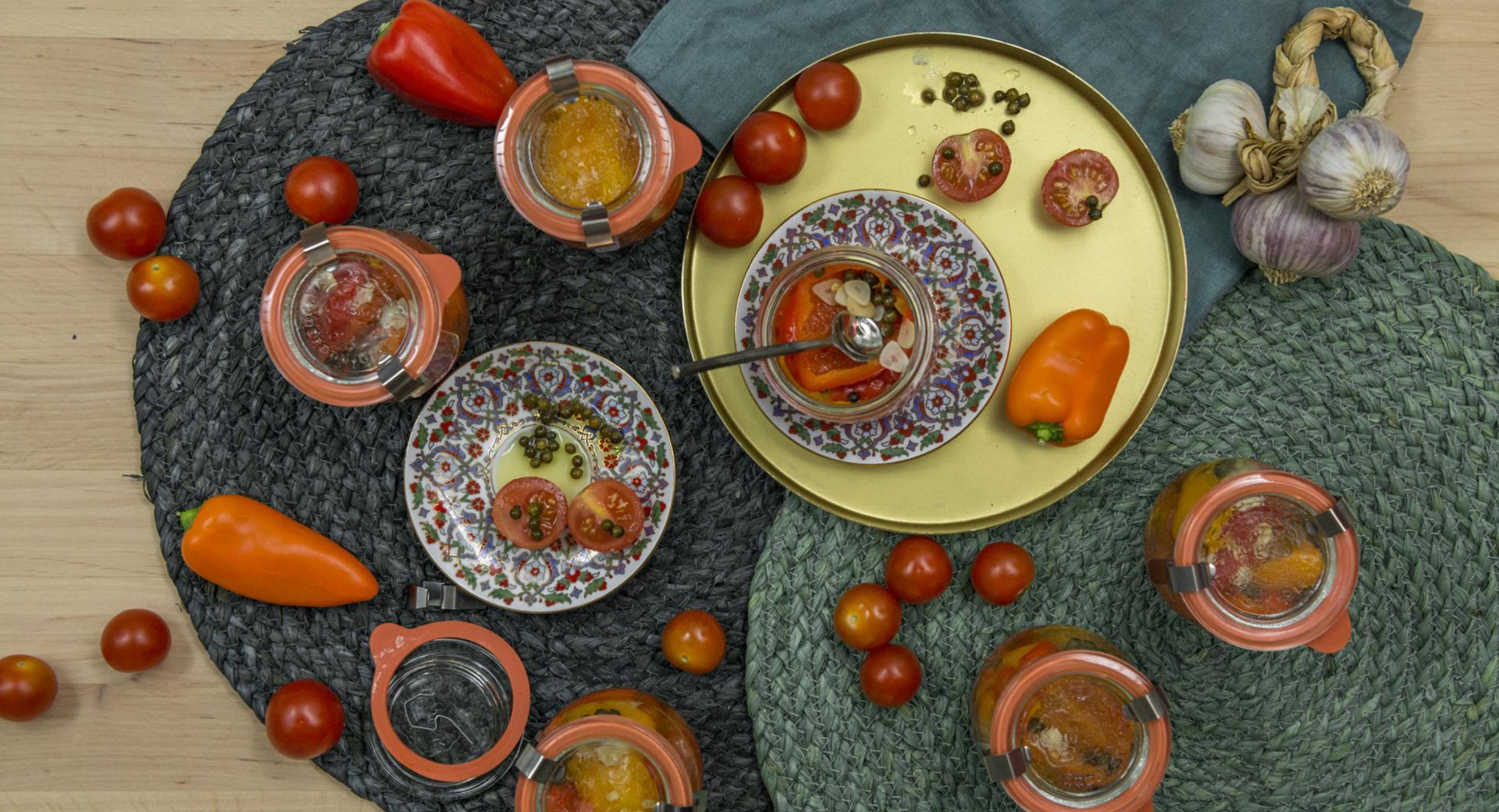 Pimientos y tomates marinados