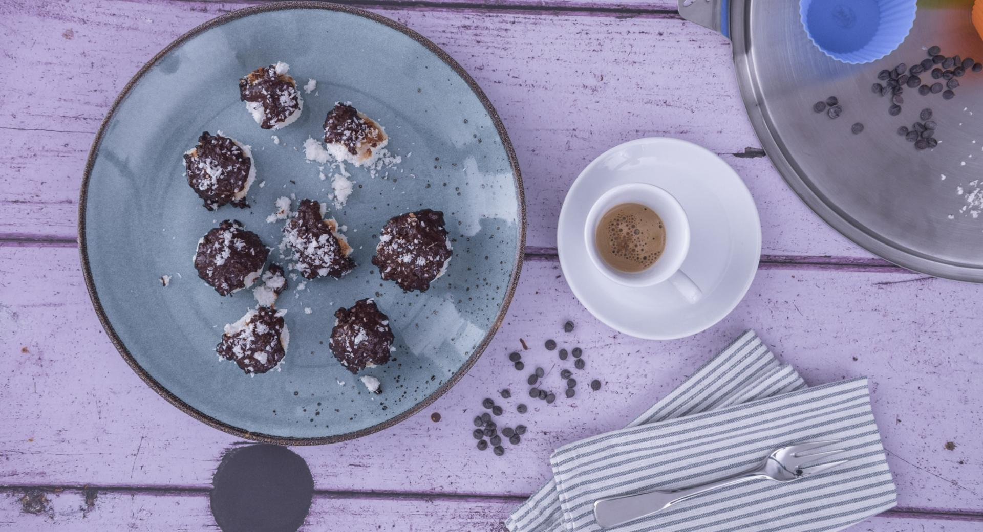 Bolitas de coco con chocolate