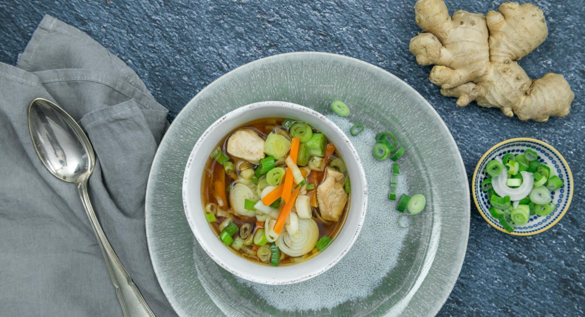Sopa asiática de pollo