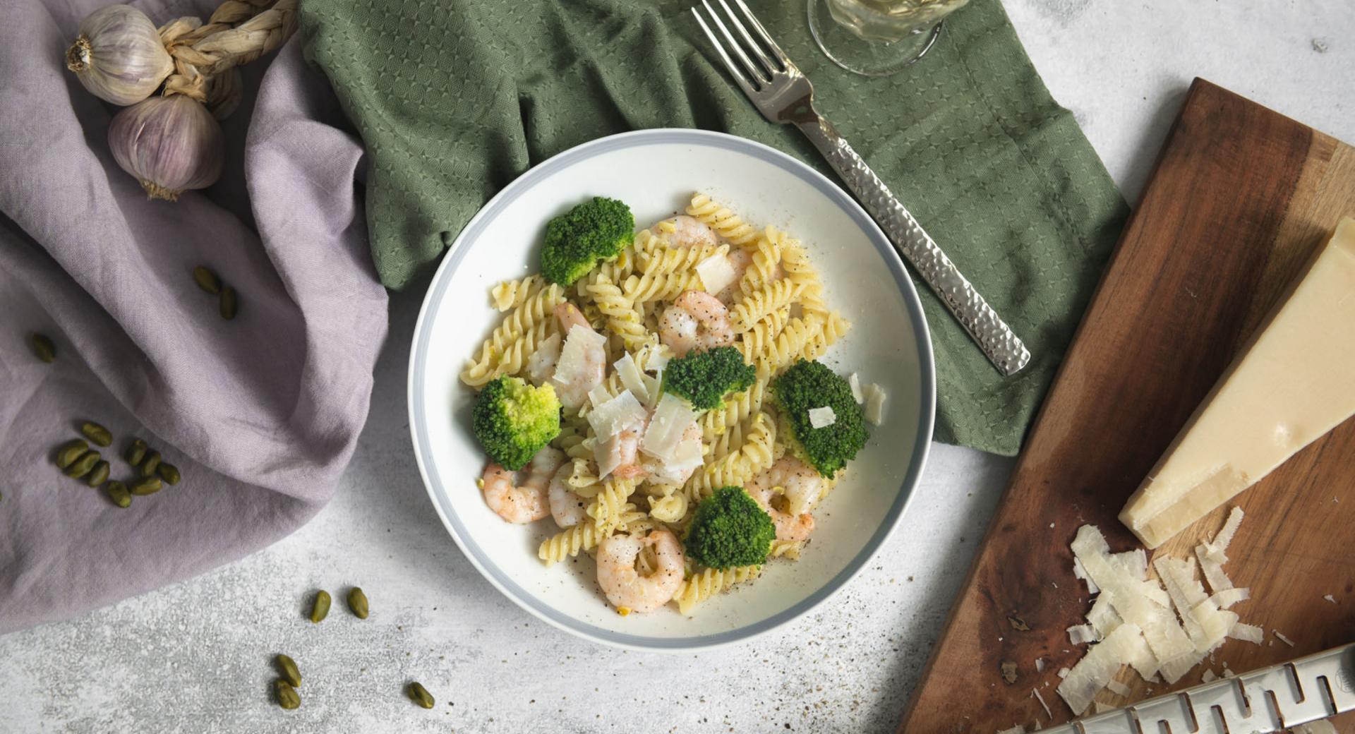Pasta con gambas y verduras