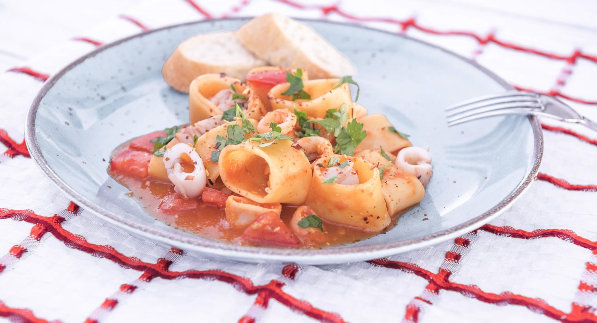 Pasta con calamares al estilo de Isquia