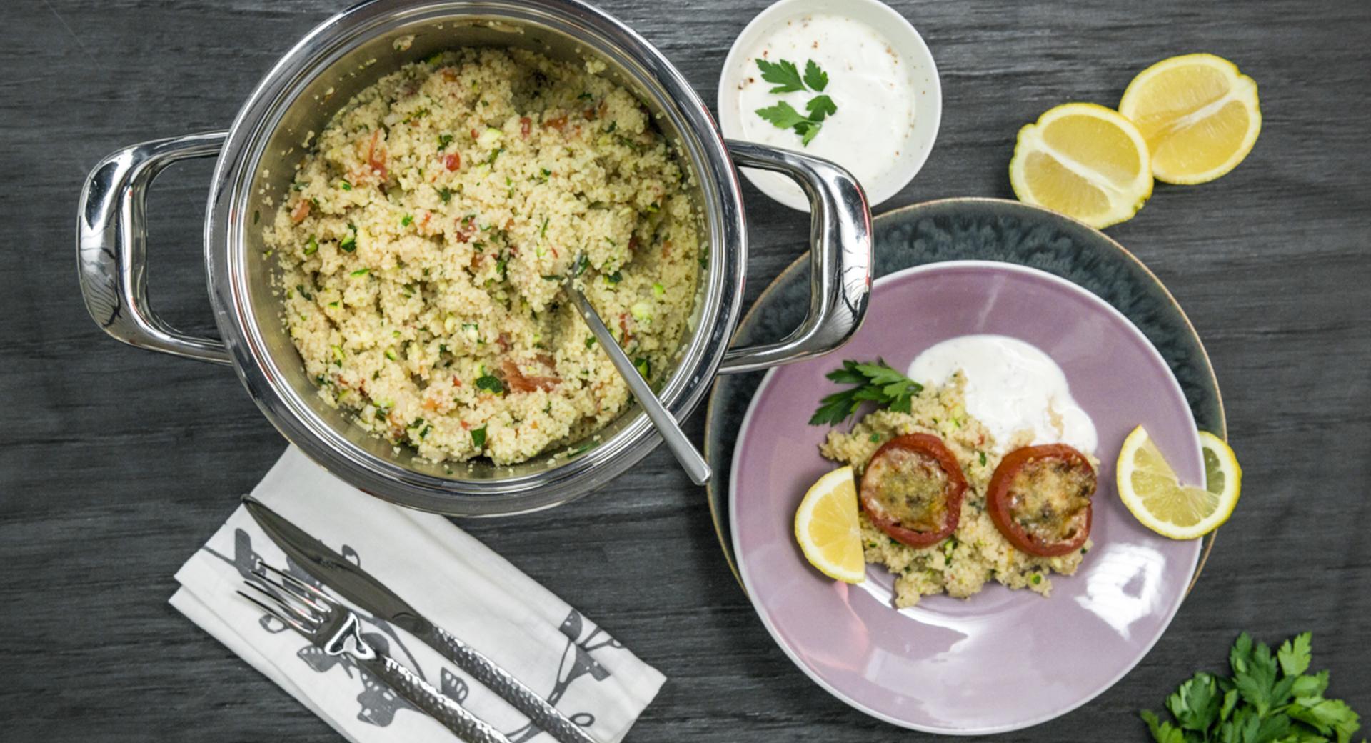 Cuscús de vegetales con tomate gratinado y toque de limón