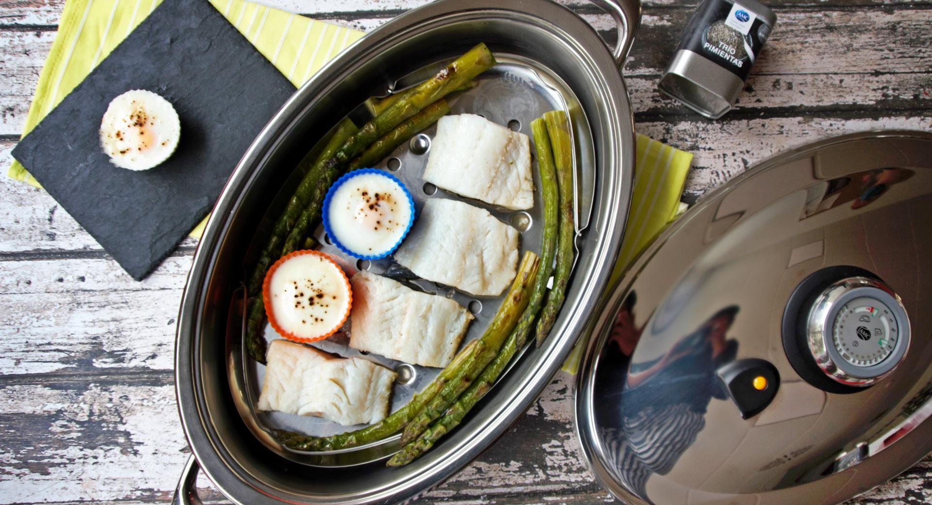 Bacalao con espárragos trigueros y huevos escalfados
