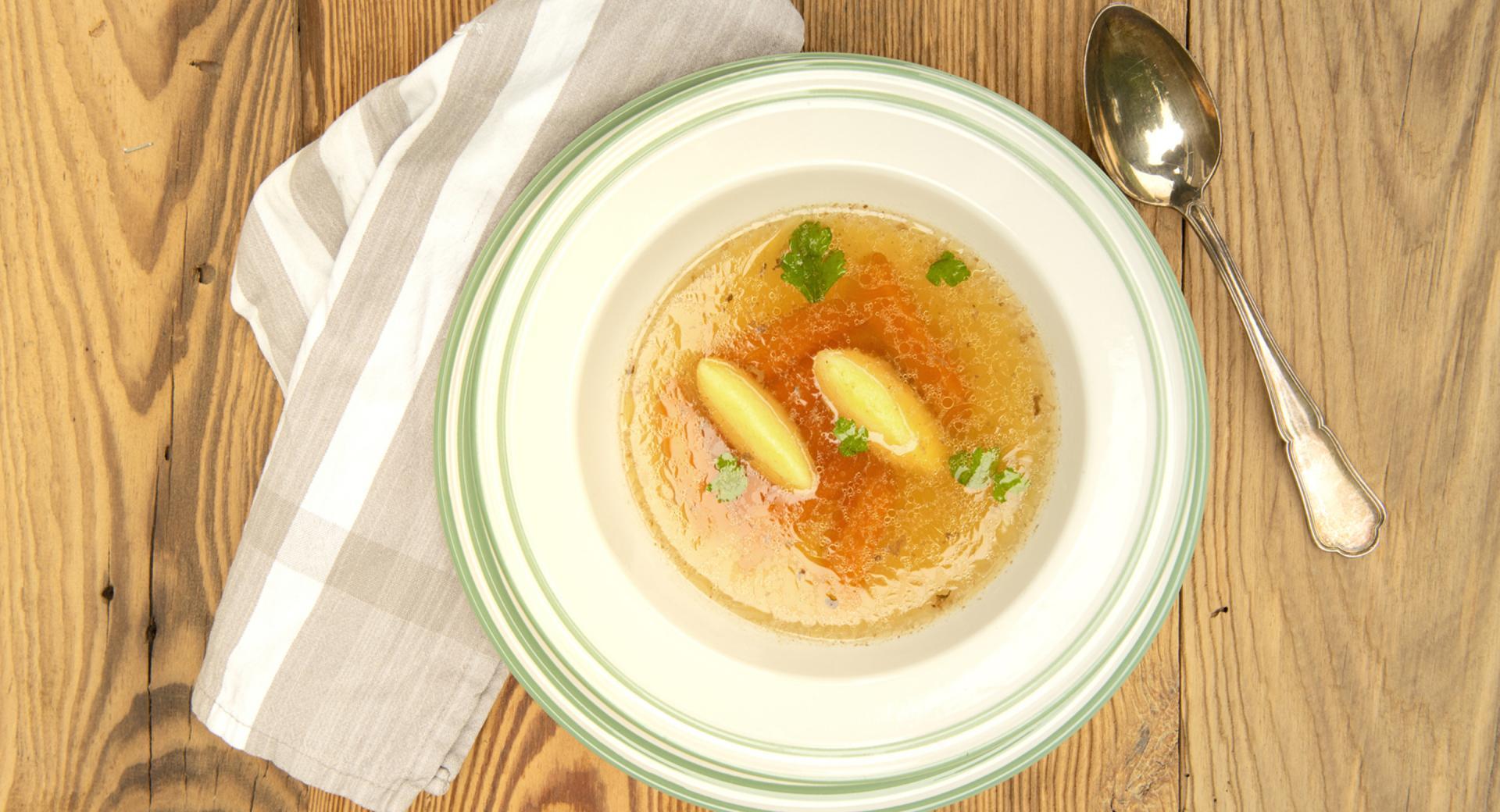 Sopa de carne con dumplings de sémola