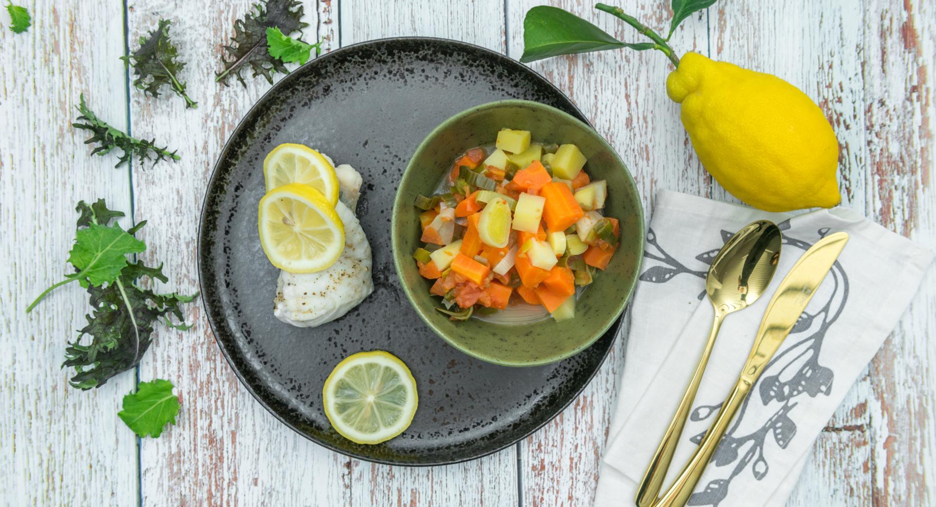 Filete de pescado con patatas y verduras
