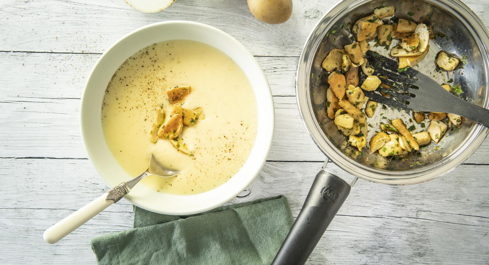 Sopa de apio y patatas con boletus