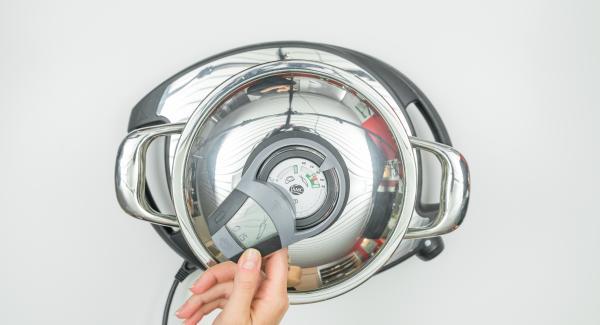 """Cuando el Avisador (Audiotherm) emite un pitido al llegar a la ventana de """"zanahoria"""", bajar la temperatura a nivel bajo (Navigenio nivel 2), y terminar la cocción con la ayuda del Avisador (Audiotherm)."""