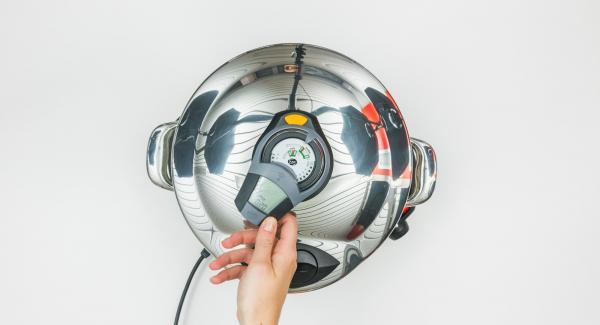 """En cuanto haya alcanzado la primera ventana """"Turbo"""", sonará una señal doble.Apagar la señal con el botón derecho o izquierdo y reducir el fogón a la temperatura mínima."""