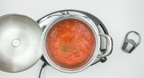 Añadir el resto de los ingredientes tal como indique la receta y seleccionar la máxima temperatura en el fogón.