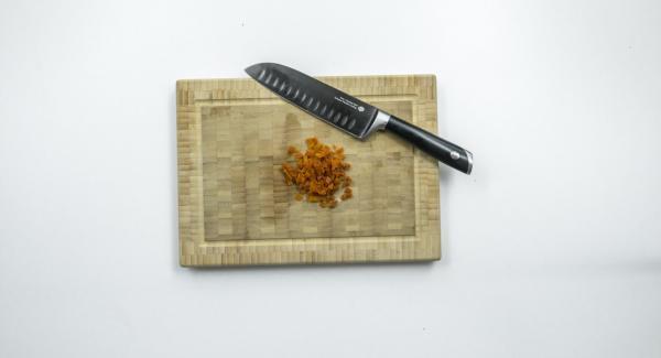 Cortar el solomillo a lo largo por la mitad, sin llegar a cortarlo en dos completamente.