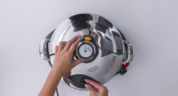 """Colocar la Tapa rápida y cerrarla. Colocar la olla en el Navigenio y seleccionar la función (A). Introducir 6 minutos de tiempo de cocción en el Avisador (Audiotherm) y girar hasta que aparezca el símbolo de """"Turbo""""."""