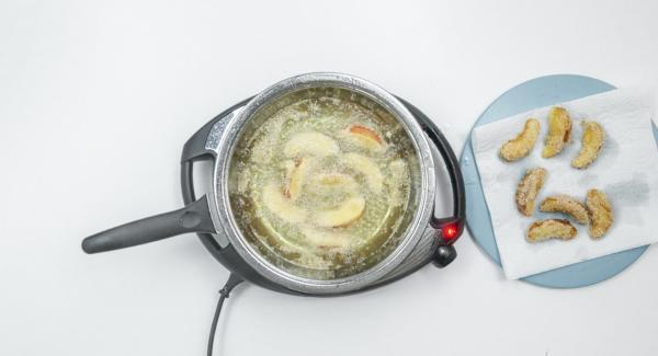 Retirar las manzanas a un papel absorbente, añadir azúcar y listo.