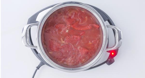 """Cuando el Avisador (Audiotherm) emita un pitido al llegar a la ventana de """"chuleta"""", destapar, remover añadir la salsa de tomate y los pimientos."""