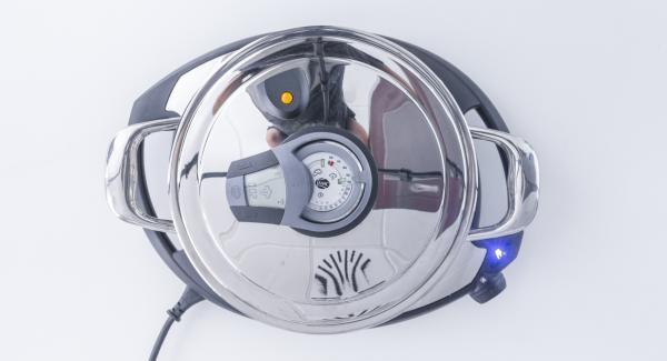"""Mantener la función (A). Introducir 2 minutos de tiempo de cocción en el Avisador (Audiotherm) y girar hasta que aparezca el símbolo de """"Vapor""""."""