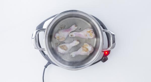 """Cuando el Avisador (Audiotherm) emita un pitido al llegar a la ventana de """"chuleta"""", bajar temperatura de Navigenio (nivel 2) y dorar los muslos de pollo en ambos lados."""
