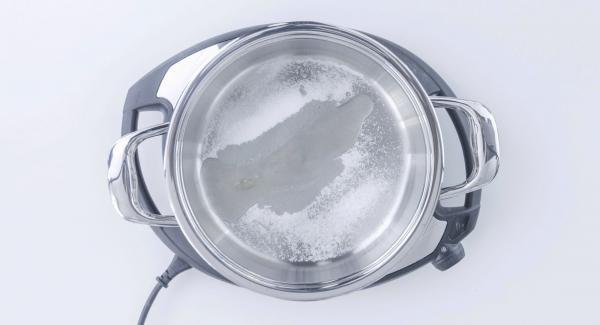 Poner en la Unidad en frío: azúcar (2 cucharadas soperas) + zumo de limón. Tapar.