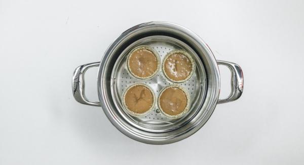 Situar la olla sobre una superficie resistente al calor. Colocar el Navigenio en modo de horno (poniéndolo invertido encima de la olla) y ajustar a temperatura baja. Cuando el Navigenio parpadee en rojo/azul, introducir 4 minutos en el Avisador (Audiotherm) y hornear.