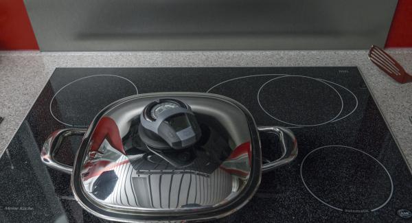 """Mantener la temperatura máxima. Encender el Avisador (Audiotherm), colocarlo en el pomo (Visiotherm) y girar hasta que se muestre el símbolo de """"chuleta""""."""
