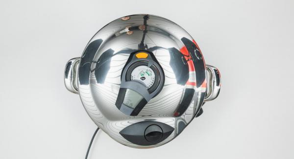 """Colocar la olla en el fuego a temperatura máxima. Encender el Avisador (Audiotherm), introducir 25 minutos de tiempo de cocción. Colocarlo en el pomo (Visiotherm) y girar hasta que aparezca el símbolo """"Turbo""""."""