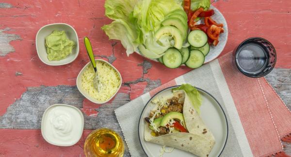 Sazonar con chili y servir junto con las tortillas y otros ingredientes para la guarnición (ver el consejo).