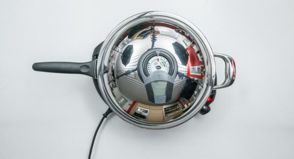 """Cuando el Avisador (Audiotherm) emita un pitido al llegar a la ventana de """"chuleta"""", apagar Navigenio. Con una cuchara sopera, verter 6 pequeñas tortitas en la sartén. Seleccionar temperatura baja (nivel 2) en Navigenio."""