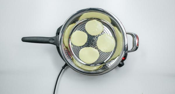 Proceder del mismo modo con el resto de la masa. El momento ideal para dar la vuelta es siempre al alcanzar los 90 °C, y las tortitas están hechas por completo cuando se vuelve a alcanzar los 90 °C. Si es necesario, aumentar la temperatura de Navigenio.