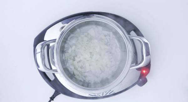 """Cuando el Avisador (Audiotherm) emita un pitido al llegar a la ventana de """"chuleta"""", bajar temperatura de Navigenio (nivel 2) , destapar, agregar los dados de patata y rehogarlo todo."""