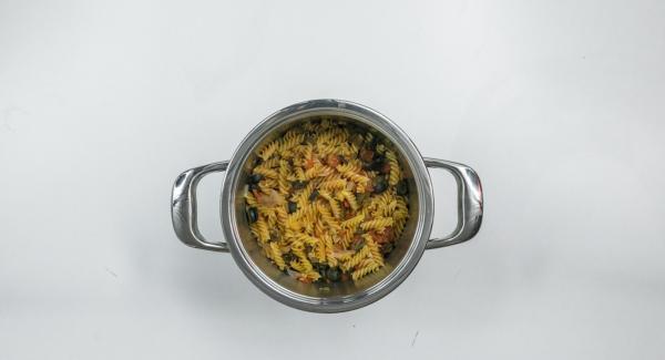 Al finalizar el tiempo de cocción, colocar la olla con la Tapa Rápida (Secuquick Softline) en una superficie resistente al calor y dejar despresurizar. Abrir y mezclar bien todos los ingredientes.