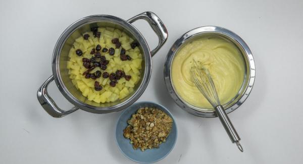 Introducir en boles o vasos la compota de manzana, los carquiñoles y la crema de vainilla alternados a capas.