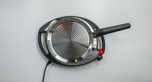 Colocar la oPan en el Navigenio a temperatura máxima (nivel 6) hasta que adquiera la temperatura ideal para asar.