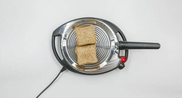 Rebajar el Navigenio a baja temperatura (nivel 2) e introducir el pan en la oPan. Asar según el grado deseado de tostado.