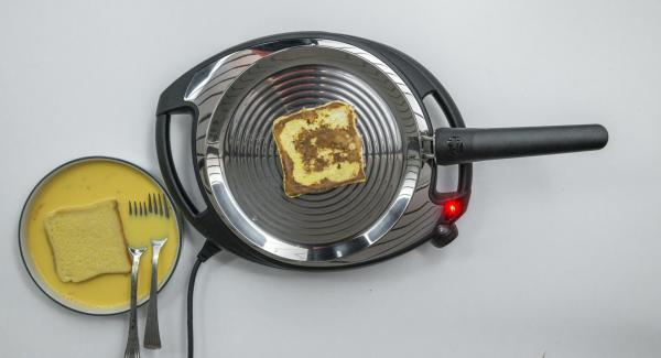 A continuación, bajar la temperatura del Navigenio a(nivel 2) e introducir el pan en la oPan. En cuanto el pan se ablande, darle la vuelta y asar por el otro lado.