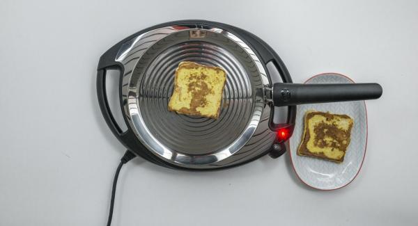 Introducir el resto de pan en la oPan y asarlo del mismo modo por ambos lados