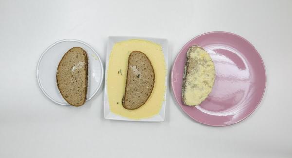 Mezclar los huevos con la leche, un poco de sal y pimienta. Presionar las esquinas de las rebanadas de pan. Por último, mezclar el parmesano con la mezcla de leche y huevo, y remojar el pan.