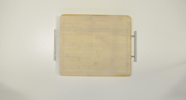 Para las tortillas, recortar un círculo de papel para con una tapa de 24 cm, colocarlas en el Accesorio Súper-Vapor y colocarlas una encima de la otra.