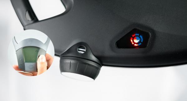 Cuando el Avisador (Audiotherm) emita un pitido al finalizar el tiempo de cocción, retirar el accesorio súper-vapor y colocar en un plato.  Colocar el Navigenio en modo de horno (poniéndolo invertido encima de la olla) y ajustar a temperatura máxima. Cuando el Navigenio parpadee en rojo/azul, introducir 5 minutos en el Avisador (Audiotherm) y gratinar hasta que esté dorado.