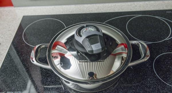 """Cuando el Avisador (Audiotherm) emita un pitido al llegar a la ventana de """"chuleta"""", bajar temperatura de Navigenio (nivel 2), retirar la tapa, dar la vuelta a las patatas."""