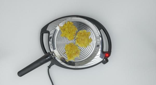 Freír durante aprox. 5 minutos, voltear y freír el segundo lado hasta que esté dorado. Retirar y servir calientes.