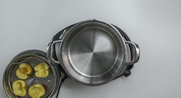 Al finalizar el tiempo de cocción, retirar la Tapa Súper-Vapor (EasyQuick), extraer la Softiera y quitar el agua.
