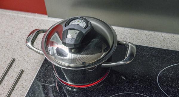 """Cuando el Avisador (Audiotherm) emita un pitido al llegar a la ventana """"zanahoria"""", bajar temperatura y cocinar hasta el final. Precalentar el horno a 200ºC (calor superior e inferior)."""