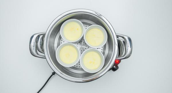 Al finalizar el tiempo de cocción, retirar la Tapa Súper-Vapor (EasyQuick), extraer los moldes de la  Softiera y dejar que se enfríen.
