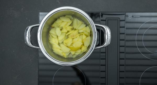"""Cuando el Avisador (Audiotherm) emita un pitido al llegar a la ventana de """"zanahoria"""", bajar la temperatura y teminar de cocinar. Dejar enfríar. Retirar la cáscara de limón."""