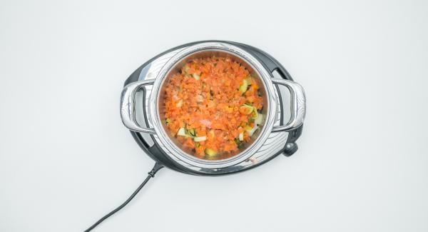 Cuando el Avisador (Audiotherm) emita un pitido al finalizar el tiempo de cocción, sazonar las verduras con sal y pimienta.