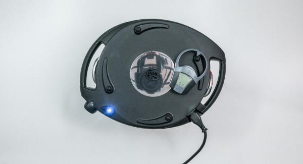 Colocar el Navigenio en modo de horno (poniéndolo invertido encima de la olla) y ajustar a temperatura baja. Cuando el Navigenio parpadee en rojo/azul, introducir 15 minutos en el Avisador (Audiotherm) y hornear.
