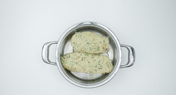 """Cuando el Avisador (Audiotherm) emita un pitido al llegar a la ventana de """"chuleta"""", apagar el Navigenio, introducir los filetes de pescado. Regar con el zumo de limón y repartir la mezcla por encima del pescado."""