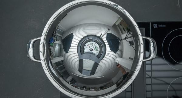"""Colocar el Wok en el fuego a temperatura máxima. Encender el Avisador (Audiotherm), colocarlo en el pomo (Visiotherm) y girar hasta que se muestre el símbolo de """"chuleta""""."""