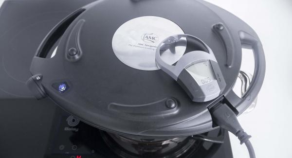 Cuando el Avisador (Audiotherm) emita un pitido al finalizar el tiempo de cocción, apagar el fuego y colocar el Navigenio a temperatura alta. Gratinar durante 5 minutos.