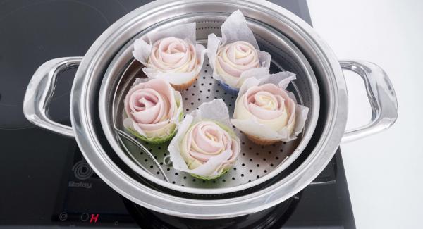 Colocar en un molde de silicona con un pequeño papel de horno. Introducir todas las rosas en la Softiera.